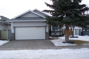 SOLD! 104 Applecrest Cr. SE.